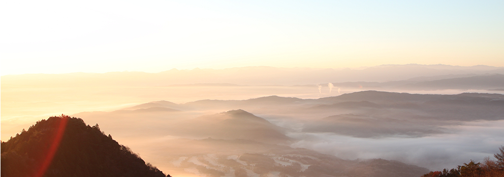 Main visual image (view, the sunrise from meal served at a temple mountain pass)